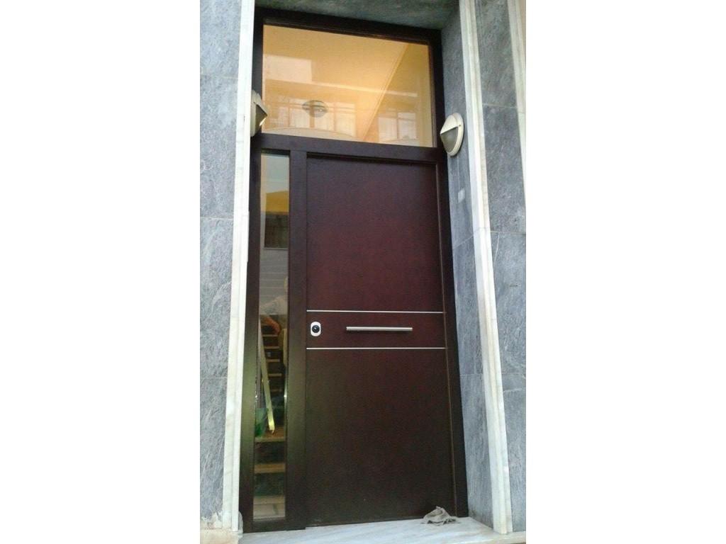 Πόρτα εισόδου πολυκατοικίας σε Κόντρα Πλακέ Θαλάσσης με 2 σταθερά στον Πειραιά Δείτε έργα μας