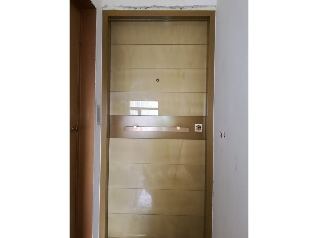 Πόρτα ασφαλείας με επενδύσεις από τζάμι Δείτε έργα μας