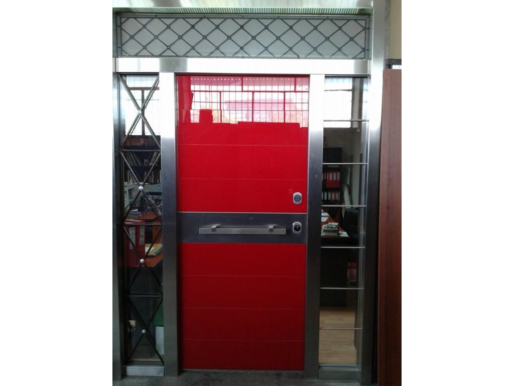 Πόρτα ασφαλείας με σταθερά, επενδύσεις από τζάμι και ηλεκτρομηχανική κλειδαριά Δείτε έργα μας