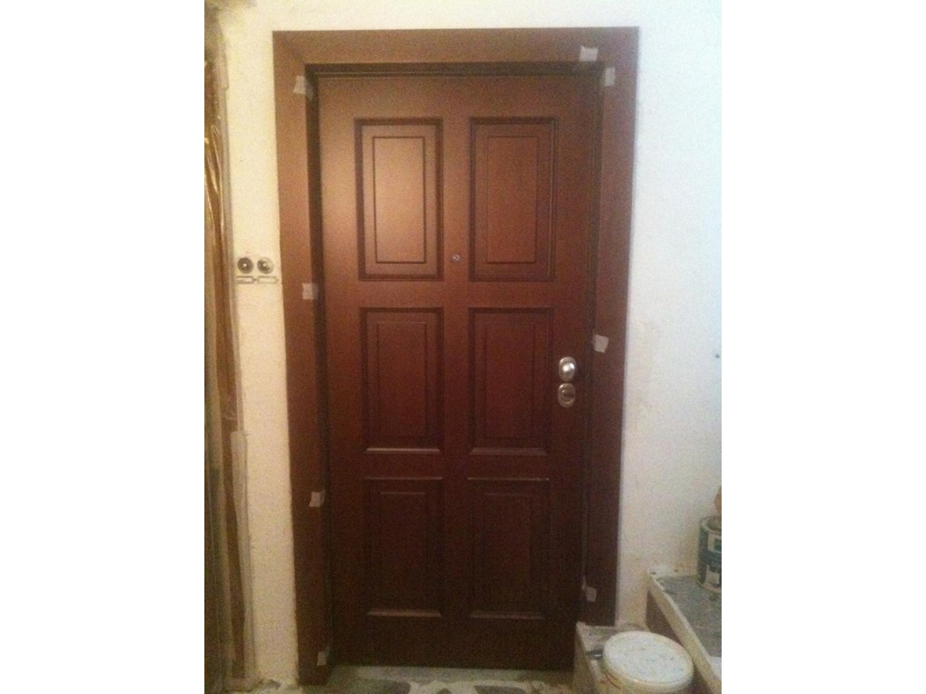 Καλλιθέα Πόρτα θωρακισμένη με επένδυση χειροποίητη σε λούστρο Δείτε έργα μας
