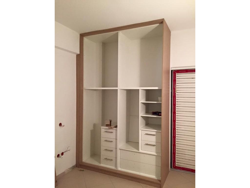 Εσωτερική διαμόρφωση ντουλάπας με συρτάρια, ράφια και χωρίσματα Ιδέες για ντουλάπες